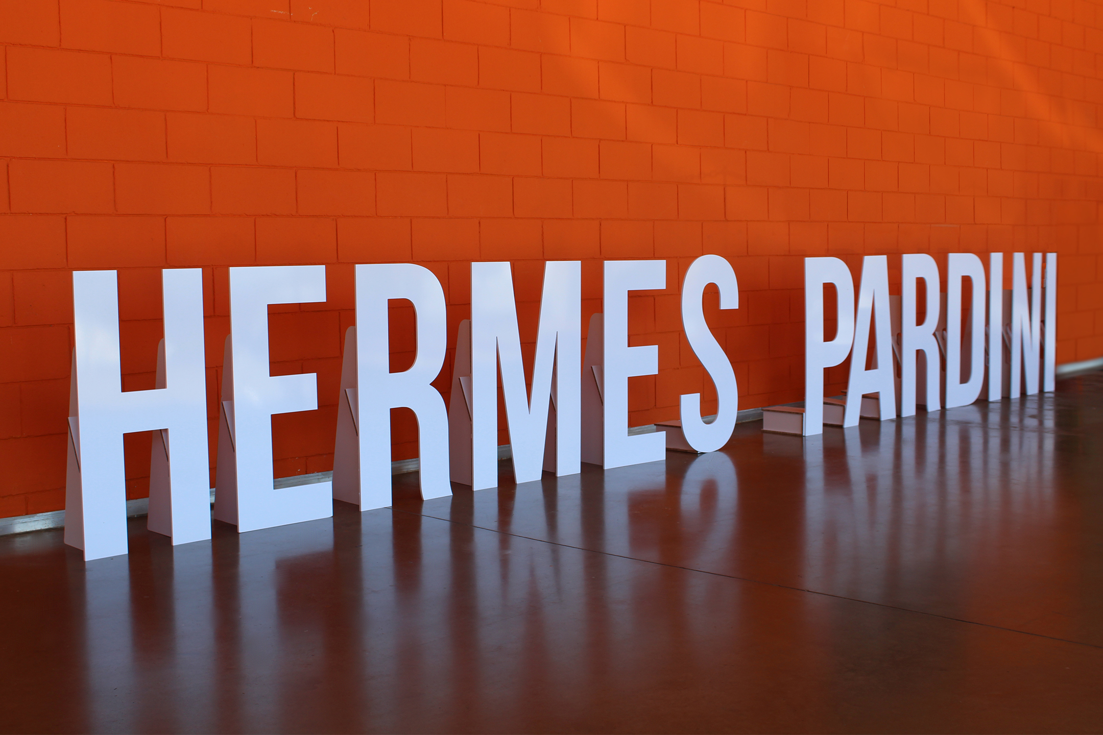 Letreiro Hermes Pardini